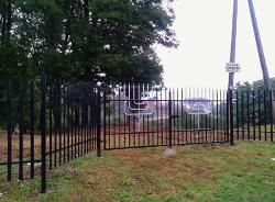 Brama wejściowa na cmentarz.jpeg